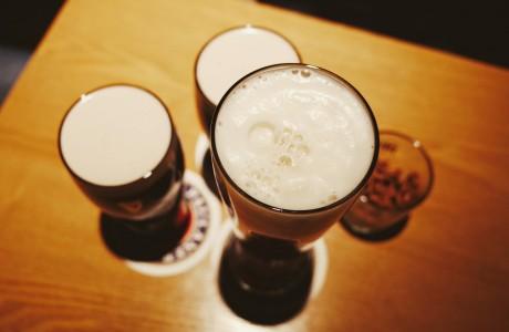 כמו לשתות בירה עם קש